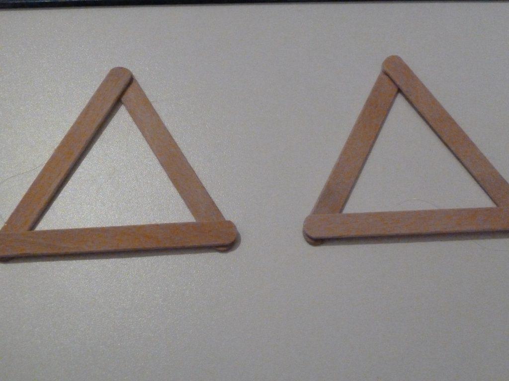 ..con la colla a caldo incollateli a formare un triangolo ....